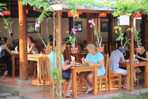A restaurant or other place to eat at La Mer Resort