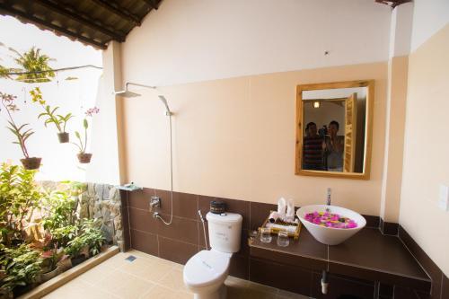 A bathroom at La Mer Resort