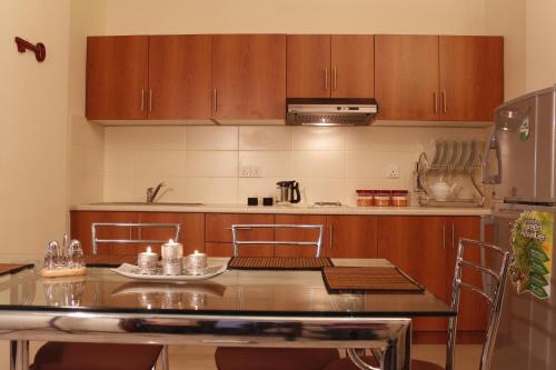 A kitchen or kitchenette at OYO 230 Tulasi Mahal