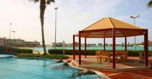A piscina localizada em Durrah Beach Apartment ou nos arredores