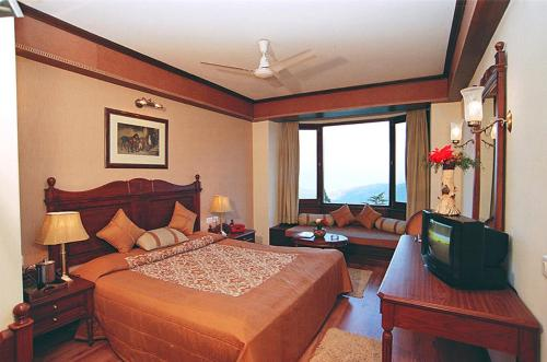 A bed or beds in a room at Sun n Snow Inn by Leisure Hotels