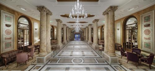 The lobby or reception area at Athenee Palace Hilton Bucharest