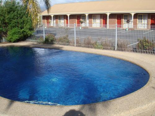 The swimming pool at or near Top of the Town Motel