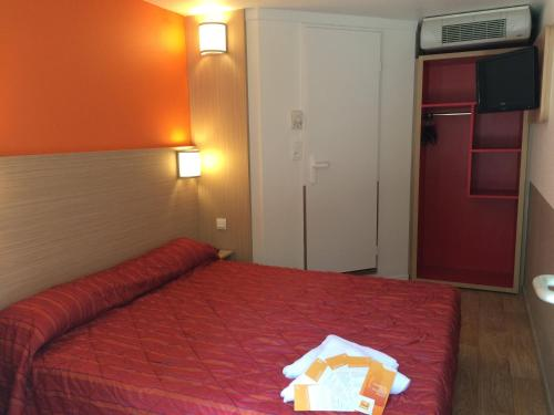 A bed or beds in a room at Premiere Classe Marseille La Valentine