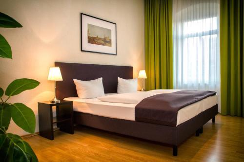 Ein Bett oder Betten in einem Zimmer der Unterkunft Aparthotel am Zwinger