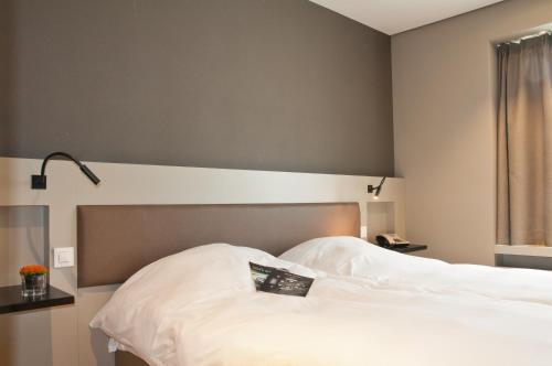 A bed or beds in a room at Castelnou Aparthotel