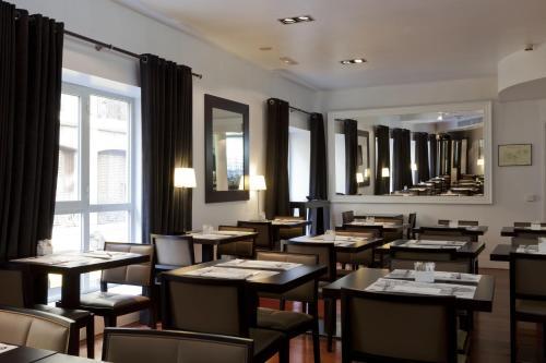 A restaurant or other place to eat at Quatro Puerta del Sol