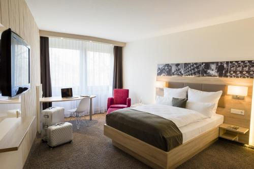 A bed or beds in a room at Best Western Plus Parkhotel Velbert