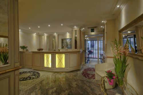 The lobby or reception area at Hotel Condor