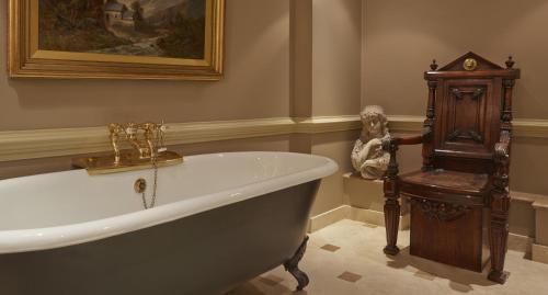 バティ ラングレーズにあるバスルーム