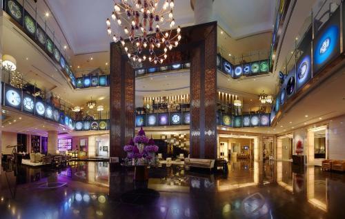 The lobby or reception area at Sofitel Bangkok Sukhumvit