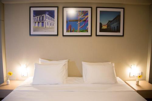 Кровать или кровати в номере Intercity Montes Claros