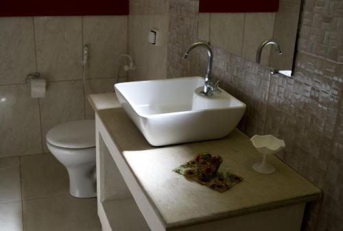 A bathroom at Pousada da Serra da Luz