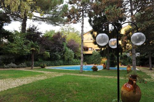 The swimming pool at or near Benito Al Bosco