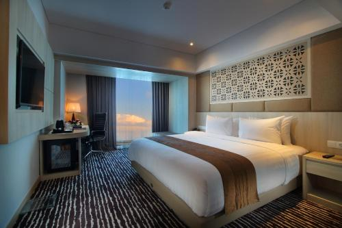 سرير أو أسرّة في غرفة في إتش سوفورين بالي