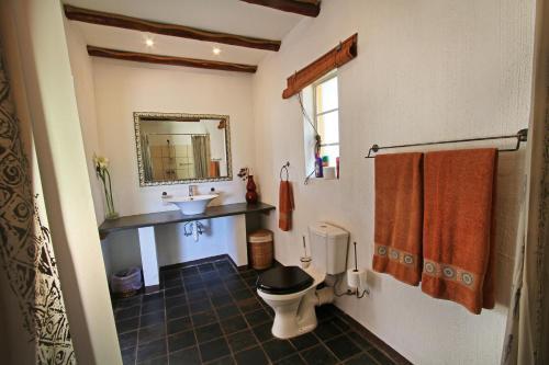 A bathroom at Normann Safari Bush Lodge