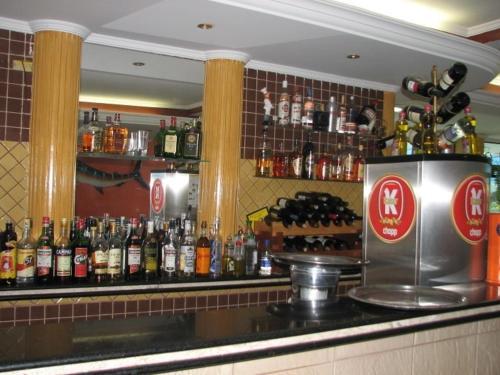 The lounge or bar area at Astúrias Praia Hotel