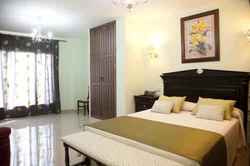 Кровать или кровати в номере Hotel Rural Villa De Cañamero
