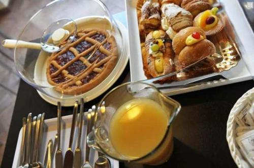 Breakfast options available to guests at Bed & Breakfast Viziottavo