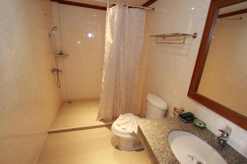 A bathroom at Hua Hin Golf Villa