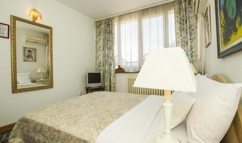 Кровать или кровати в номере Hotel Radmilovac
