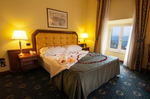 A bed or beds in a room at Hotel San Giorgio