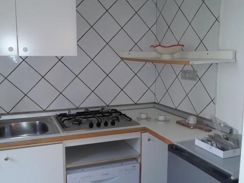 A kitchen or kitchenette at Palazzo Storico Gatto