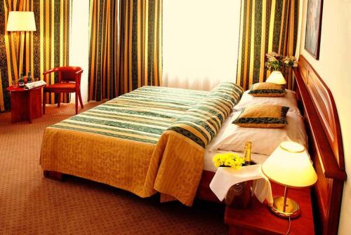A bed or beds in a room at Hotel U Divadla
