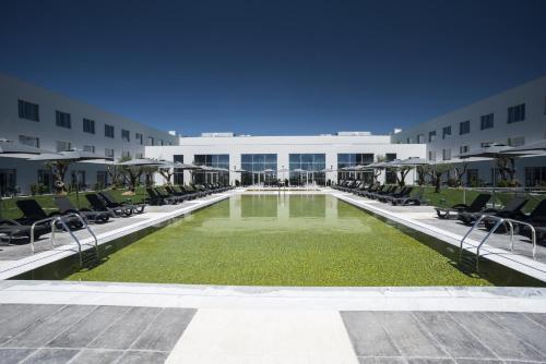 A piscina localizada em Vila Gale Evora ou nos arredores