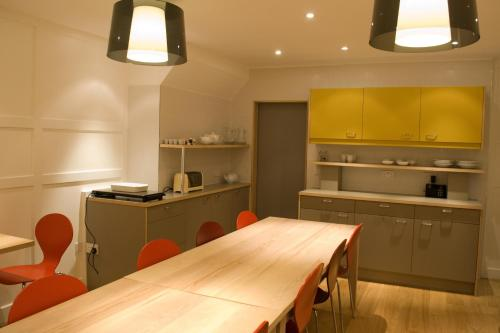 A kitchen or kitchenette at Grasshopper Hotel Glasgow