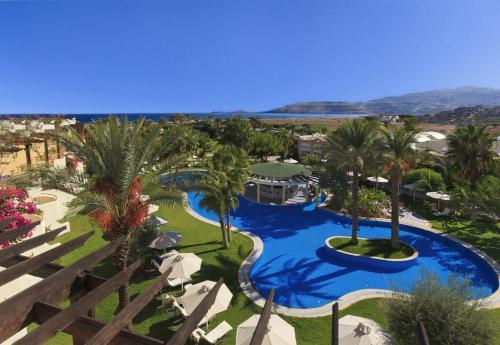 Θέα της πισίνας από το Atrium Palace Thalasso Spa Resort And Villas ή από εκεί κοντά