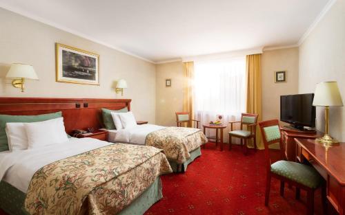 Łóżko lub łóżka w pokoju w obiekcie Hotel Mazurkas