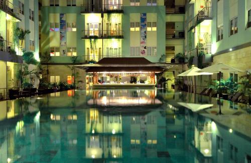 The swimming pool at or close to Hotel & Residences Riverview Kuta - Associated HARRIS
