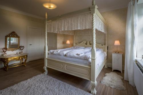 En eller flere senge i et værelse på Jungshoved Præstegård B&B