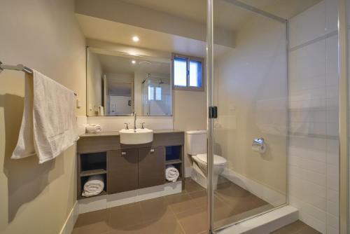 A bathroom at Exmouth Escape Resort