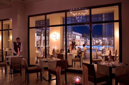 Een restaurant of ander eetgelegenheid bij Sentido Reef Oasis Senses Aqua Park Resort