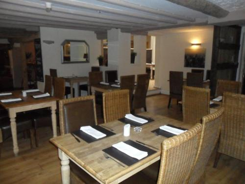 A restaurant or other place to eat at The Bulls Head Inkberrow
