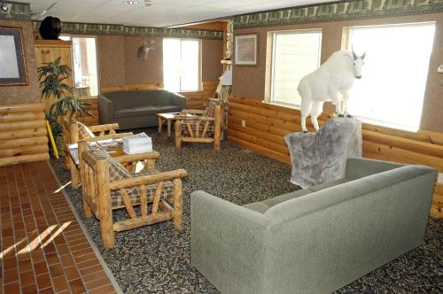 A seating area at Pellston Lodge