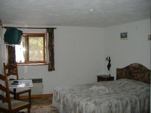 Een bed of bedden in een kamer bij Hostellerie la Sapiniere
