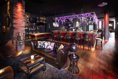 The lounge or bar area at pentahotel Leuven