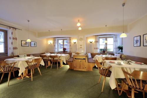A restaurant or other place to eat at Hotel Garni Albona