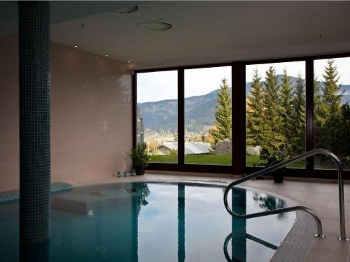 Bazén v ubytování Beltine Forest Hotel nebo v jeho okolí