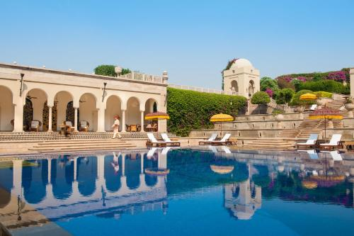 The swimming pool at or close to The Oberoi Amarvilas Agra