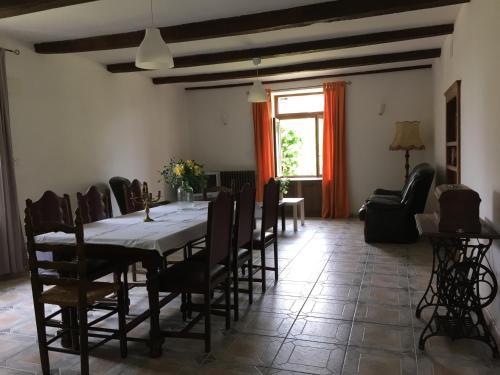 A restaurant or other place to eat at Maison du Bûcheron