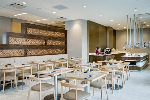 A restaurant or other place to eat at AC Hotel National Harbor Washington, DC Area