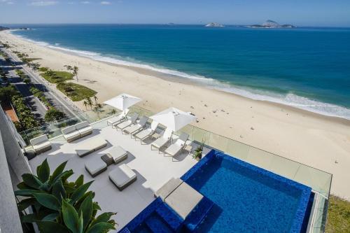 Uma vista da piscina em Praia Ipanema Hotel ou nos arredores