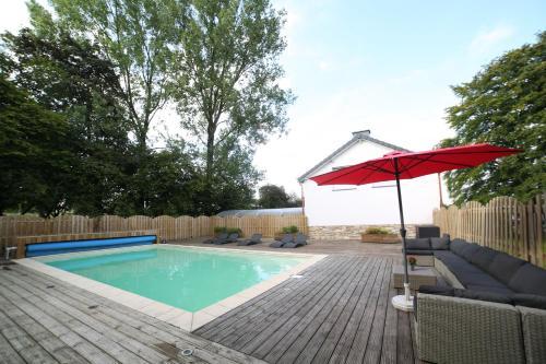Piscine de l'établissement Dolce Villa Pool and Wellness ou située à proximité