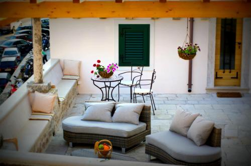 A seating area at Villa Ragusa Vecchia