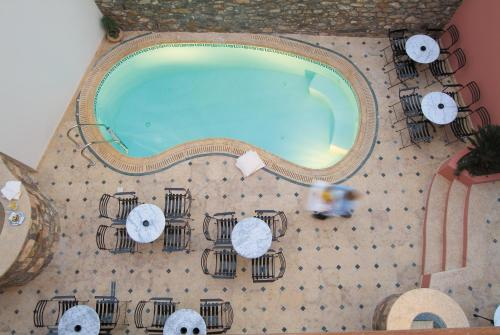 A view of the pool at Hotel Ippoliti or nearby