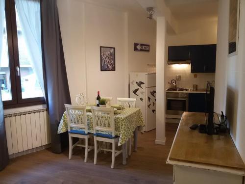 Zona de comedor en el apartamento